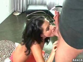 Milf dame met an verbazingwekkend bottom handling een boner