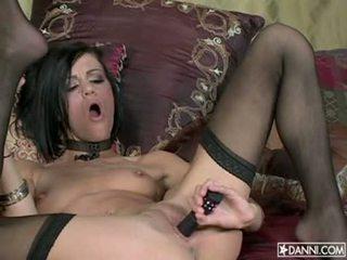Lusty 热 花癫者 addison rose inserts 一 玩具 在 她的 紧 屁股 和 loves 它