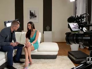 Italiýaly glanour jana gets interviewed before göte sikişmek sikiş