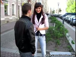 Casual ado sexe - cutie got creampie sur une première date!