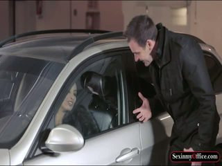 Gjoksmadhe anissa kate fucked në the carpark