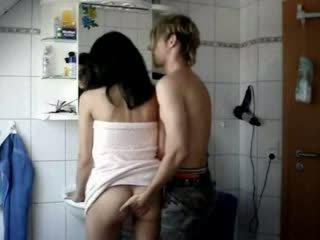 Amatieri pusaudze fucked grūti uz a vannas istaba video