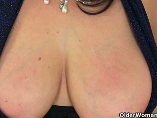 Inggris milf lulu exposing dia besar tetek dan basah alat kemaluan wanita
