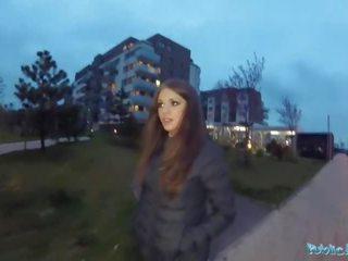 Pubblico agent sexy timido russo pupa scopata da un stranger