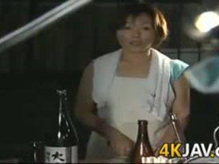 Зріла японська дівчина getting трахкав