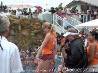 Γυμνιστής/γυμνίστρια ερωτύλος πισίνα πάρτι key west