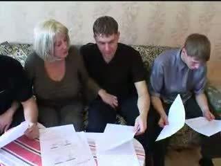Māte un trīs sons karstās ģimene sekss orgija