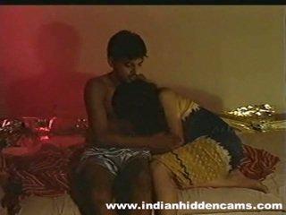 May asawang-tao indiyano pair gawang-bahay making love privacy invaded by hiddencam