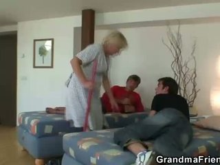 nagymama, nagyi, moms és fiúk