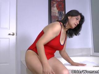 Latina MILF Anabella Needs a Relaxing Bath: Free HD Porn 4c
