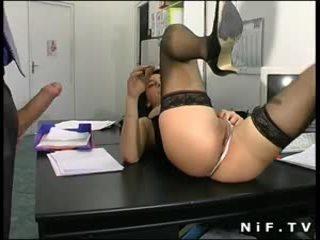 Francūzieši sekretāre sodomized par the galds kamēr viņa ir blowing