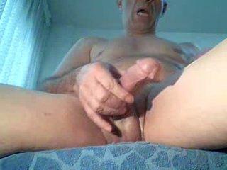 Spycam masturbates att titta porno, extrem orgasmen!