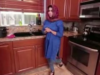 Arab brunett tonårs ada gets filled
