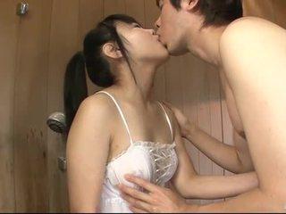 Japanilainen vauva uses hänen kieleni