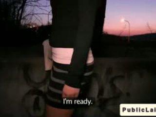 Fake agent fucks amatir gadis outdoors di malam