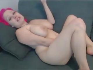 Mignonne n curvy rose haired camgirl orgasms sur cam: porno ce