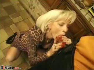 Karštas mama seduces ir fucks tai berniukas
