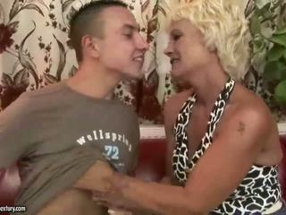 Stará mama gets fucked ťažký v the kuchyňa