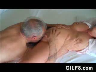 Дідусь licking grandmas зріла манда