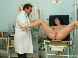 Filthy gyno лекар performs сладурана тийн преглед