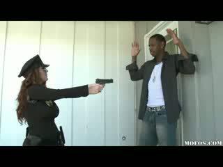 Polisi women likes it ireng!