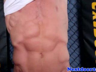 Atletik homo hunk wanking his jago