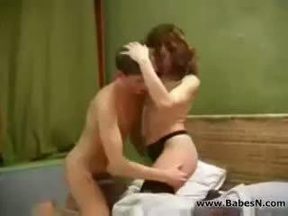Venäläinen läkkäämpi aunty seksi kanssa nuori pojat