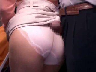 Jong moeder reluctant publiek bus orgasme