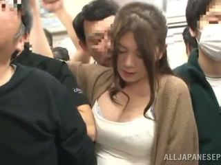Sensuous phương đông người phụ nữ has fingered trong một crowded xe lửa