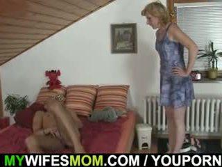 הוא gets pleased על ידי mother-in-law