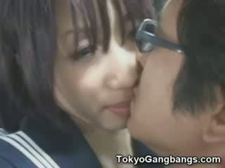Naive baben i tokyo tåg!