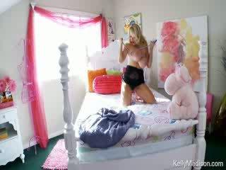 Kelly madison having zábava s ju obrovské prírodné titties na ju lôžko