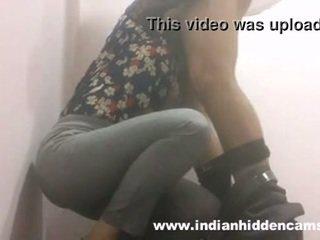 Indiane vogëlushe marrjenëgojë në restaurant tualet mms indian-sex