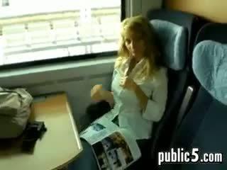 Getting a minēts laikā a braukt par a vilciens