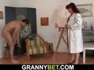 He Fucks Hot Brunette Mature Paintress, Porn c1
