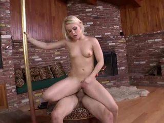 Nadržený sexy blondýnka devil opravdu wants na souložit těžký
