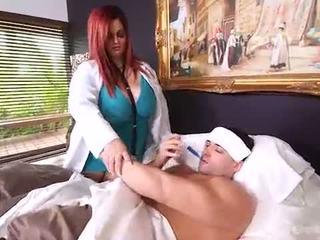 Busty phụ nữ đẹp lớn bác sĩ sashaa juggs làm cho nhà calls