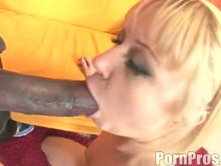 金色的 haired wench aaralyn barra receives 她的 口 ripped 由 一 怪物 公鸡