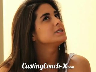 Casting kanapa x: czuły brunetka nastolatka gets banged pov styl