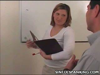 Kantoor dame reet belt spanked