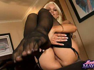 Monica mayhem acquires ji roke busy working na ji trickling vroče muca