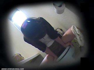 トイレ masturbation 上の 隠された camera