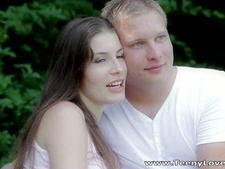 Teeny lovers: romantic magkantot sa ang kagubatan