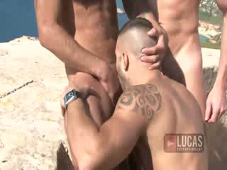 Muscled Euro Guys Have outdoor 3some