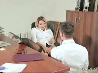 Birojs skaistule anna polina banged reāls labs