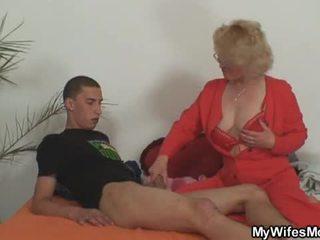 아내 leaves 과 그녀의 어머니 fucks 아들 에 법