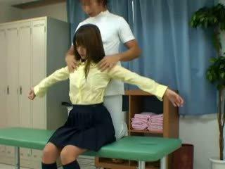 Skrytý voyér vačka na školní lékař