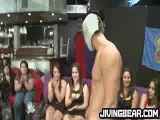 Dancer cums på breda sluts stor tuttarna