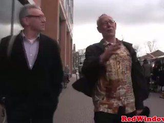Real pocestnica cumswaps s a umazano old bastard