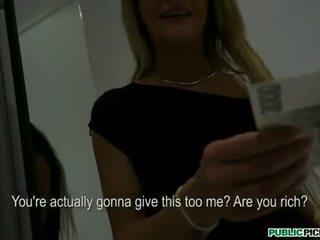Lusty amateur babe gets paid en banged